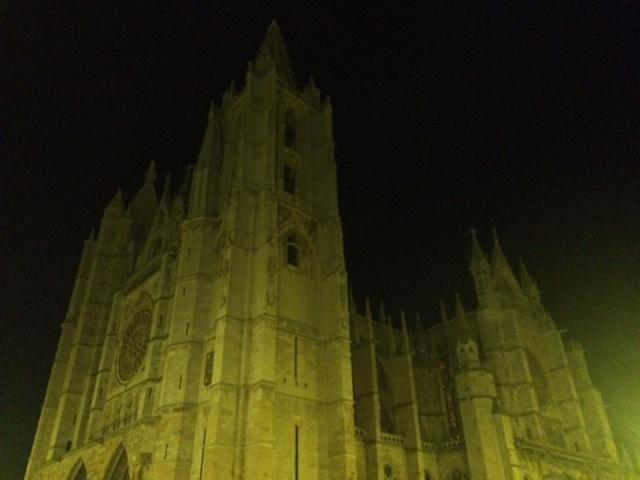 Catedral de León de noche.